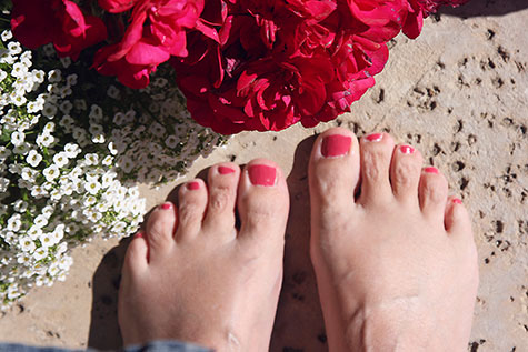 painted nails match flowers