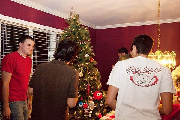 decorate-Christmas-tree-3024