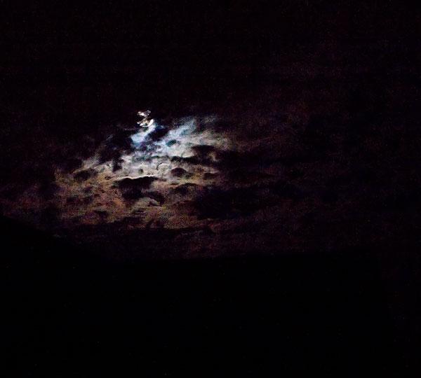 mooning