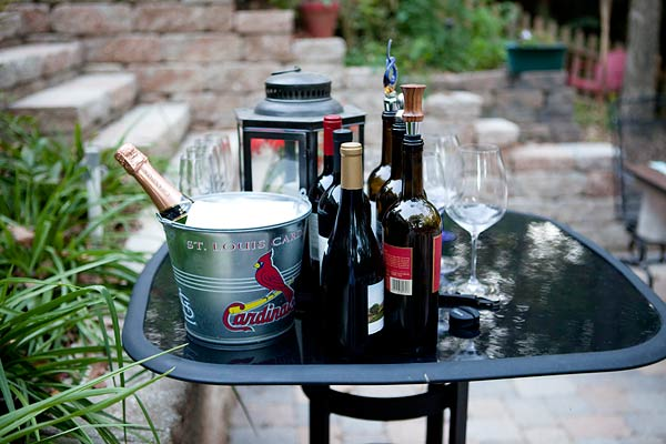 champagne-in-cardinal-bucket-8919