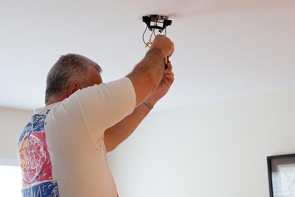 install-ceiling-fan-6031