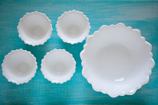milk glass bowl set